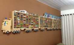 desain display box mainan hotwheels