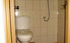 desain kamar mandi kecil 1 x 2