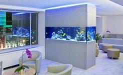 desain sekat ruangan dengan aquarium