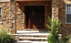 desain teras menggunakan batu alam